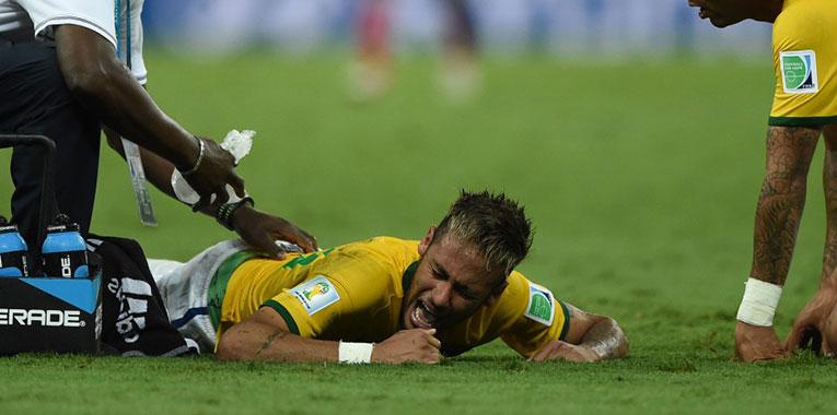 fratura-neymar+copa-do-mundo+dr-adriano-karpstein+julho-2014_