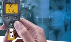 abbott-lanca-optium-mini-medidor-de-glicemia-para-pessoas-com-uma-vida-cheia-de-atividades+optium